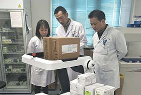 """深圳人民医院来了""""新同事"""",医用无人车ROBOGO解决检验配送的最后100米"""