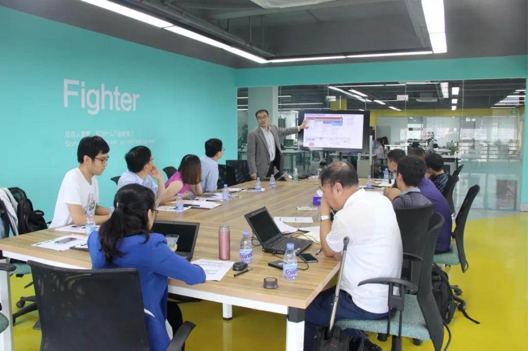 新加坡国立大学任洪亮教授到访ROBO医疗进行学术交流